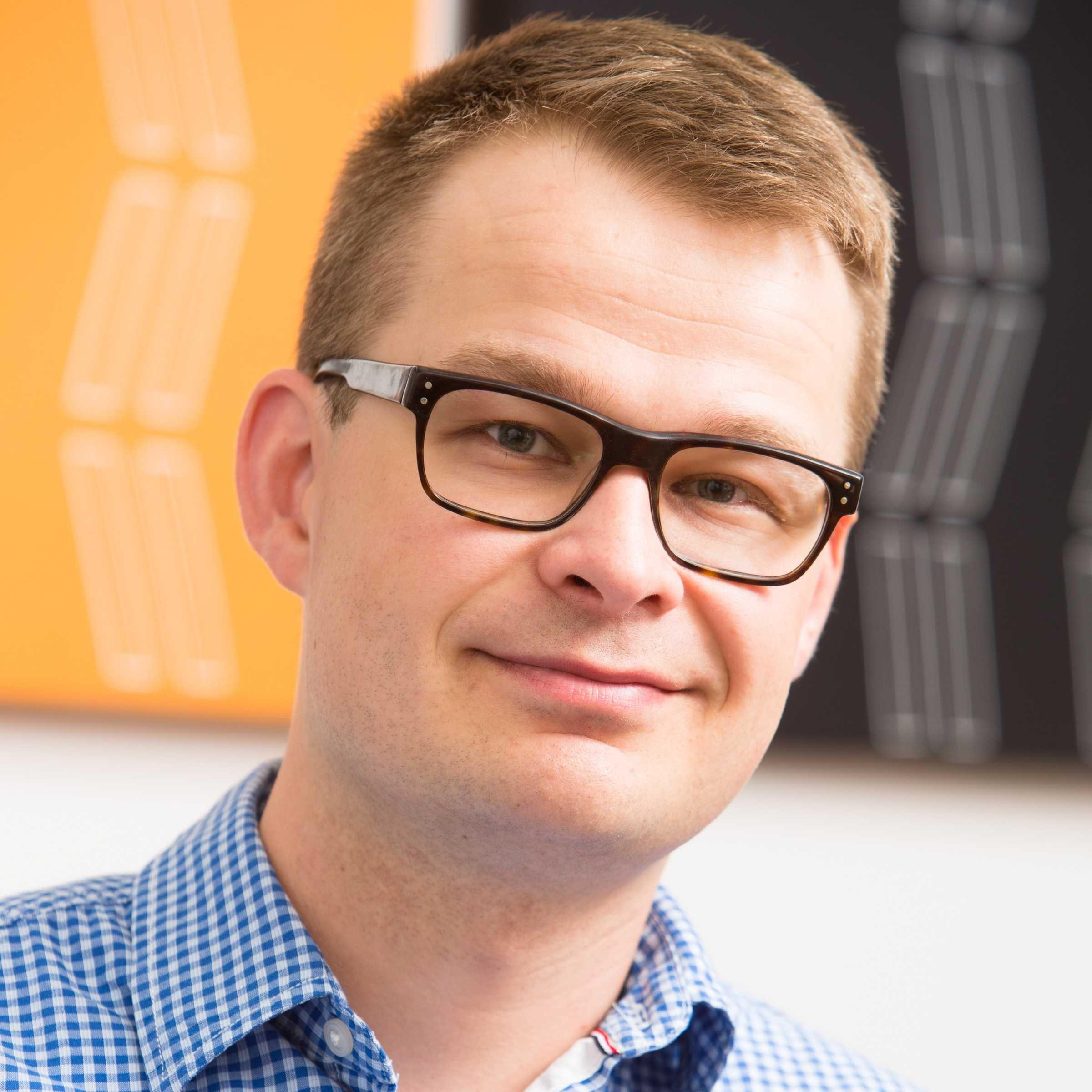 Antti Möller, viestintäasiantuntija palveluksessasi. Intresseinä startupit, teknologian mahdollisuudet ja yhteiskunnallinen  vaikuttaminen. Juokseminen ja optimistinen asenne pitävät miehen tiellä.  https://www.linkedin.com/in/anttimoller