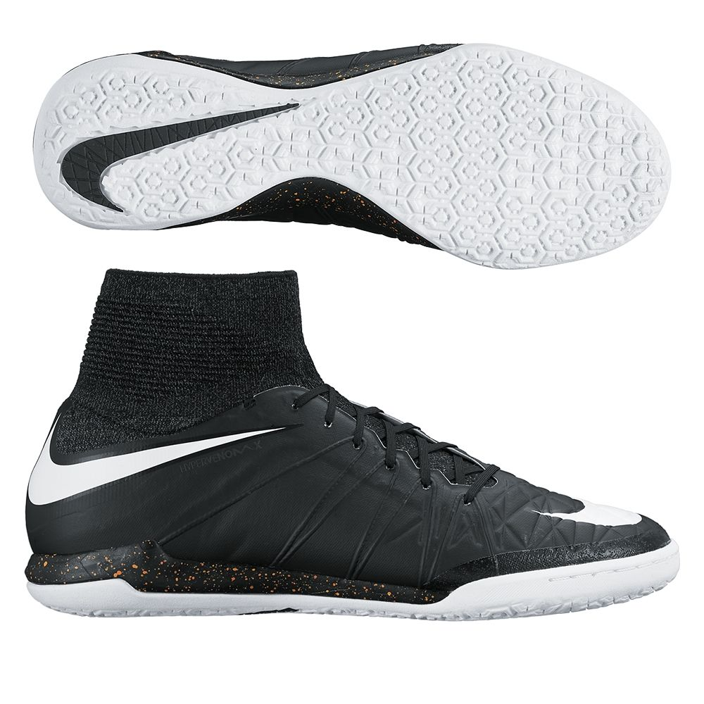 Play with deadly agility in the Nike HypervenomX Proximo Street indoor soccer  shoes. Utilizing the