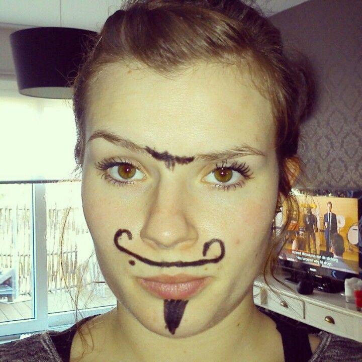 Hmm laat u zus eens zot gaan met een oogpotlood :)