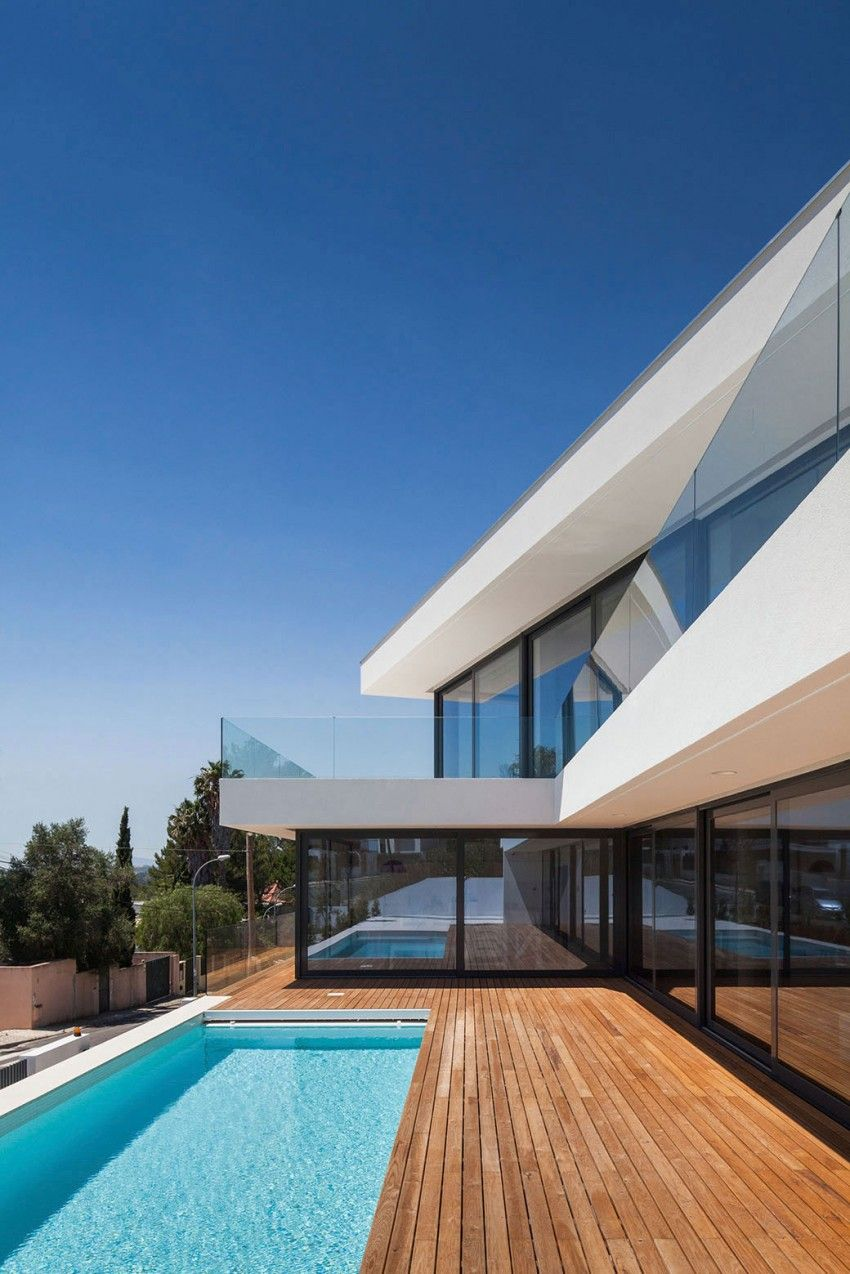 Minimalist Contemporary Home in Dafundo | Atelier, Swiming pool and ...