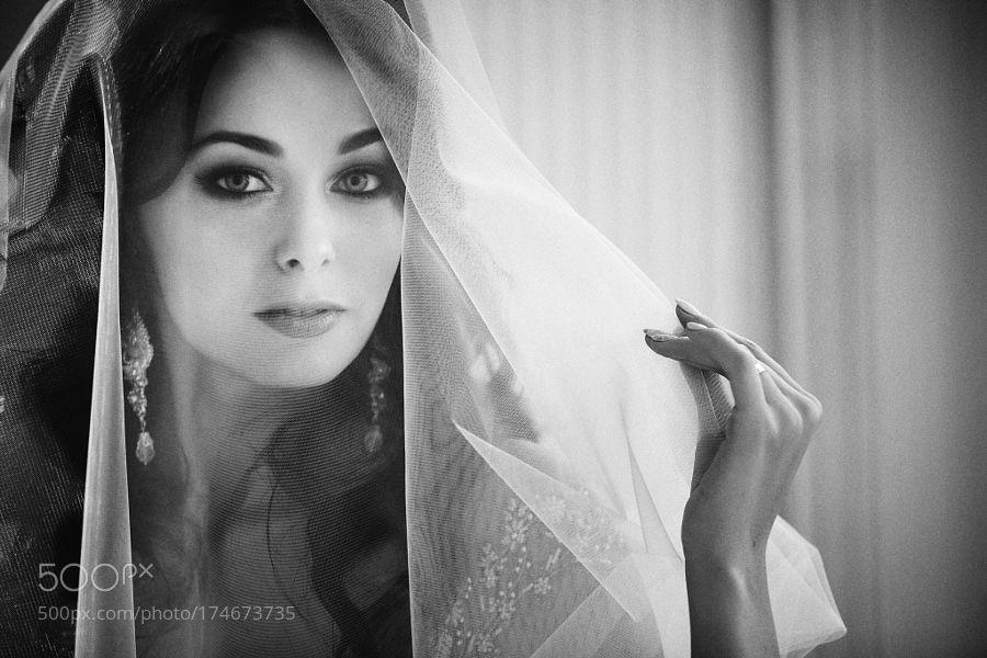 Eyes bride by PavelSkvortsov