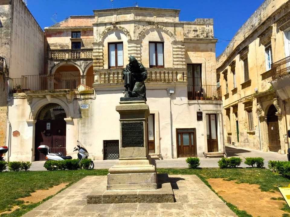 Pin Di Etrelecce Su Il Centro Storico Di Lecce Tra Gli Stemmi Dei