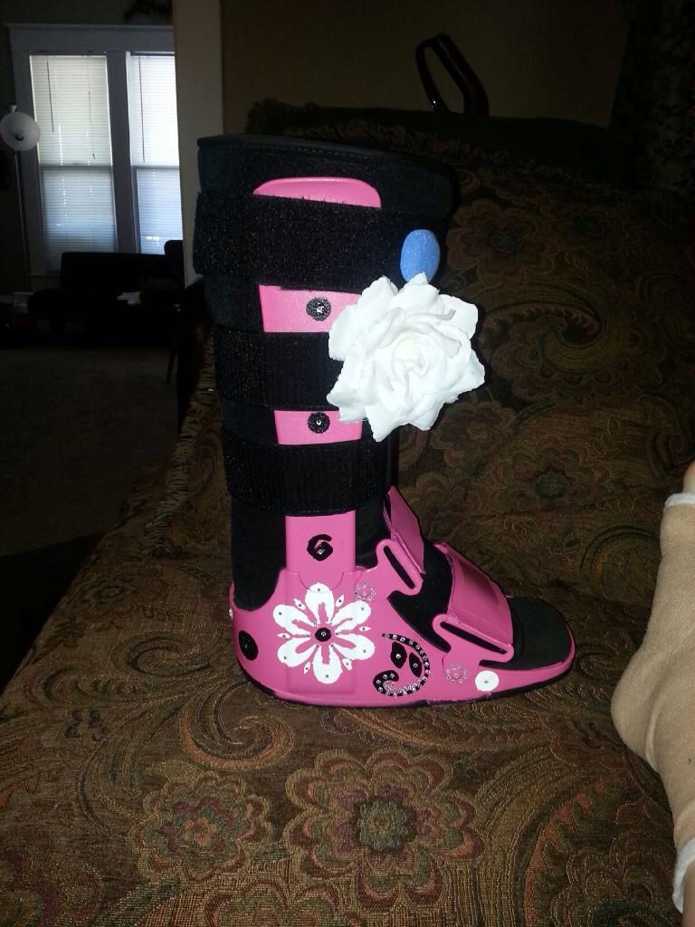 Closed toe medical walking shoe foot protection boot - I Jazzed Up My Ugly Black Walking Boot