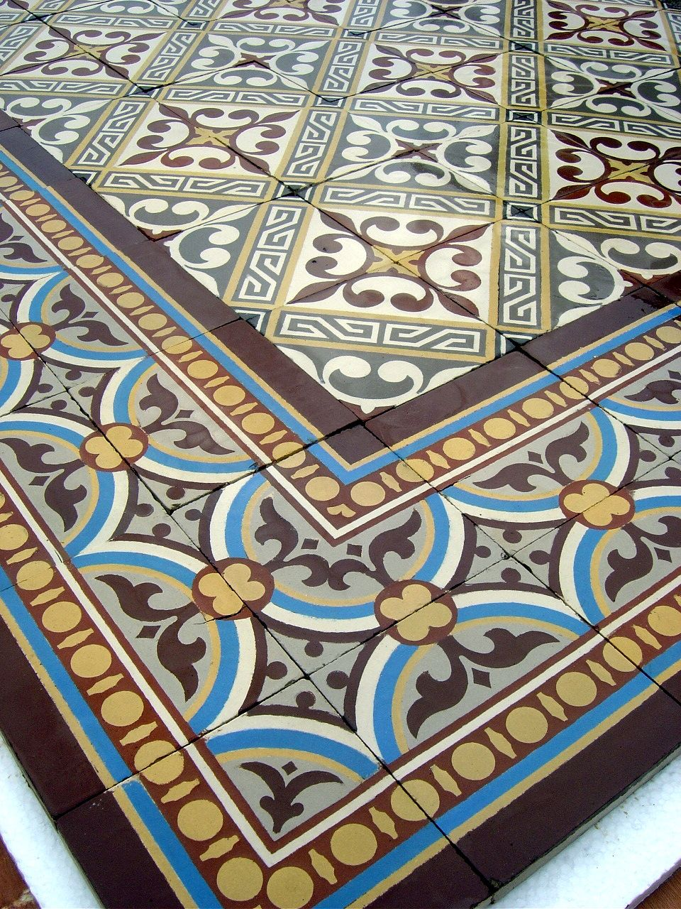 13 5m2 Antique French Ceramic Floor Complete With Double
