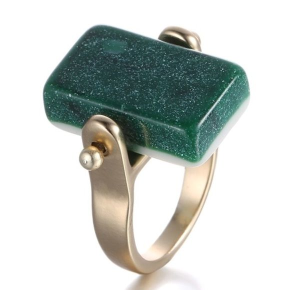 NEW SPARKLE GREEN GEOMETRIC RECTANGLE SZ 8 RING Geometric green rectangle resin sparkly gemstone gold ring. Size 8 NO TRADES ❌QUESTIONS FROM NON SERIOUS BUYERS DO NOT BUNDLE UNLESS YOU INTEND TO BUY ✂️DO NOT LOWBALL ⛔️NO PRICE COMMENTS ⁉️PRICE IS FIRM AND REFLECTED ON FEES AND OUT OF POCKET COSTS Boutique Jewelry Rings