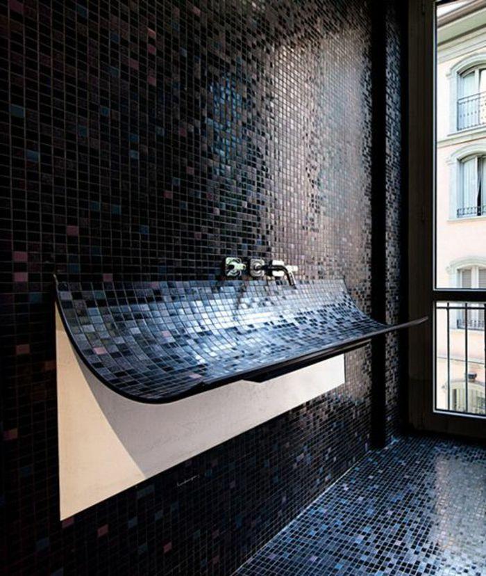 Designer Bad mit schwarzen, dunkelblauen und pinken Wand und - farbe für badezimmer