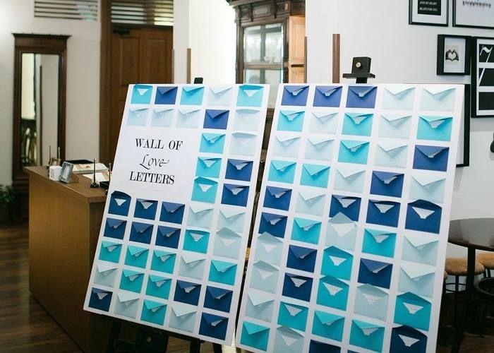 壁にたくさん手紙を飾るメッセージウォールって 結婚式メッセージカード 結婚式 手紙 結婚式 メッセージ