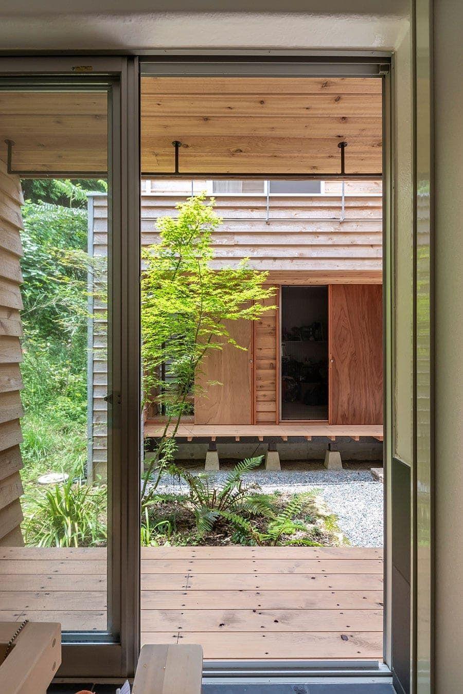 縁側は 外にある居間 逗子の戸外感覚溢れる家で暮らす 縁側 家 建築家