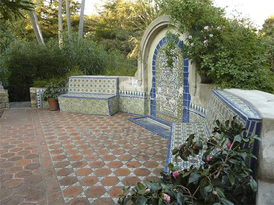 Image gallery spanish garden for Spanish garden designs
