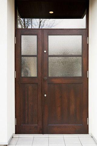 アンティーク調の素敵なドア 曇りガラスになっているので 外から見える心配もありません 玄関ドア 玄関ドア 木製 ドア