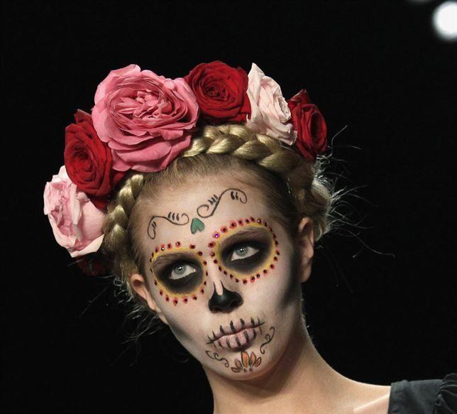 Maquillaje De Catrina Niña, Pintacarita Catrina, Para Maquillarse, Para  Disfraz, Calaveritas Make, Maquillage Para, Catrinas Ven, México Dia, Niña  Buscar