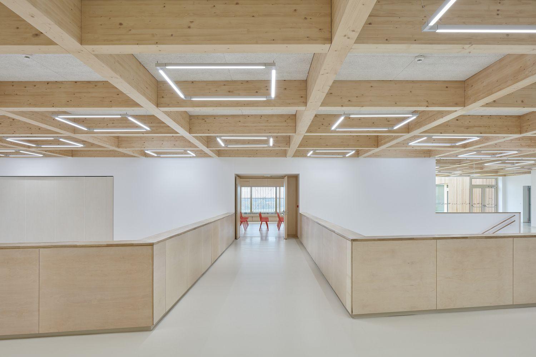 Gallery Of Elementary School Amos Soa Architekti 5 Architektur Architekt Innenwande