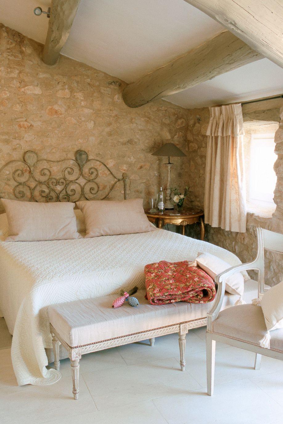 I colori di una casa in stile provenzale   Dormire in mansarda ...