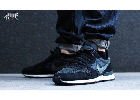 separation shoes 962e4 bd56d Nike Internationalist (black   dark mica green - sail - anthracite)