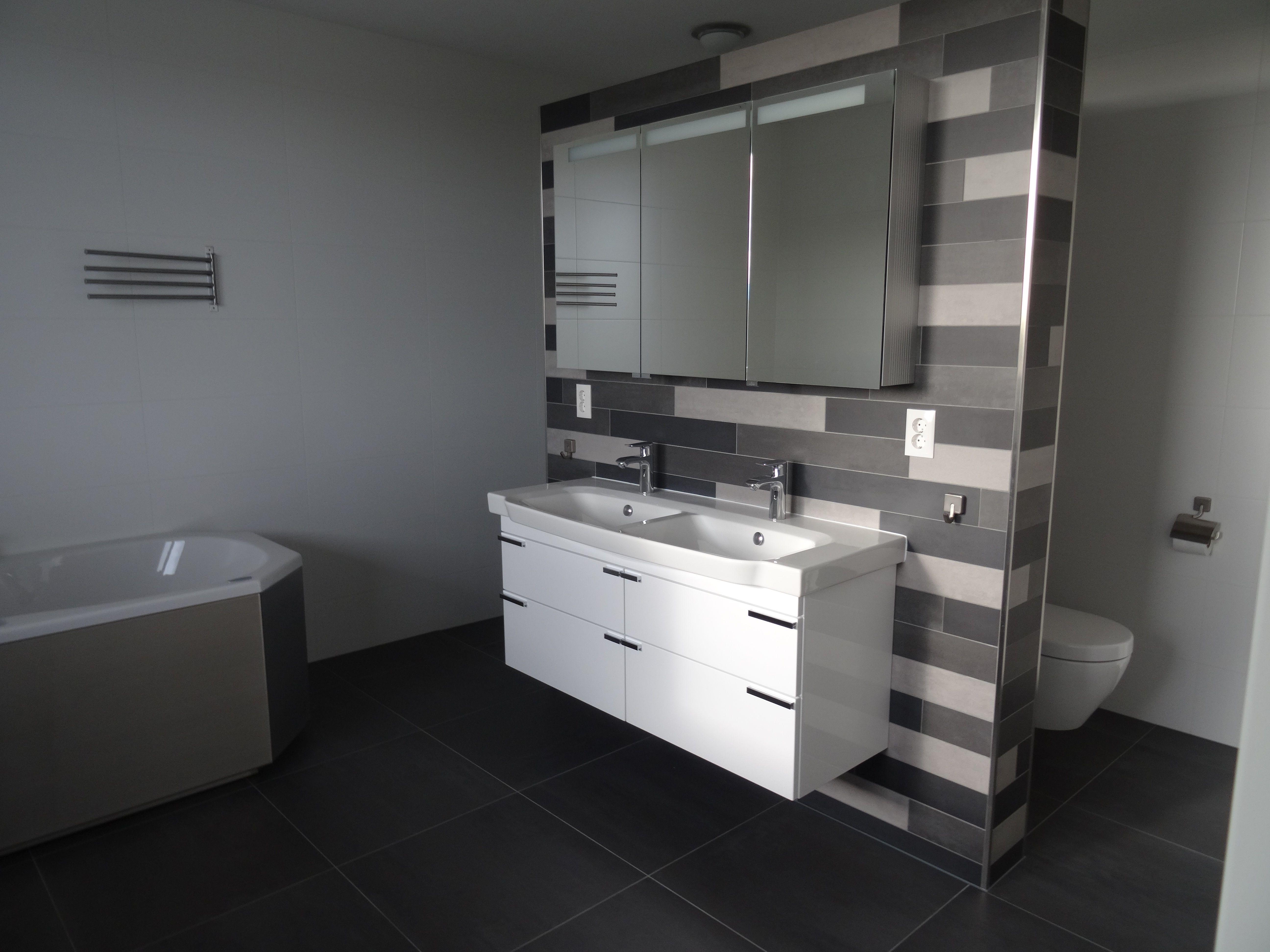 mosa tegelstroken in badkamer en toilet 203v 206v en 216 v 10x60