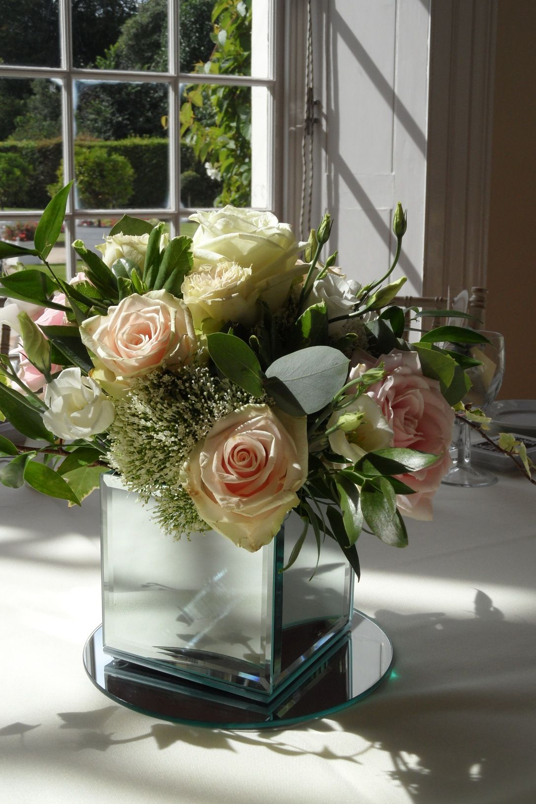 Beautiful vendela talea u sweet avalanche rose hand tied table