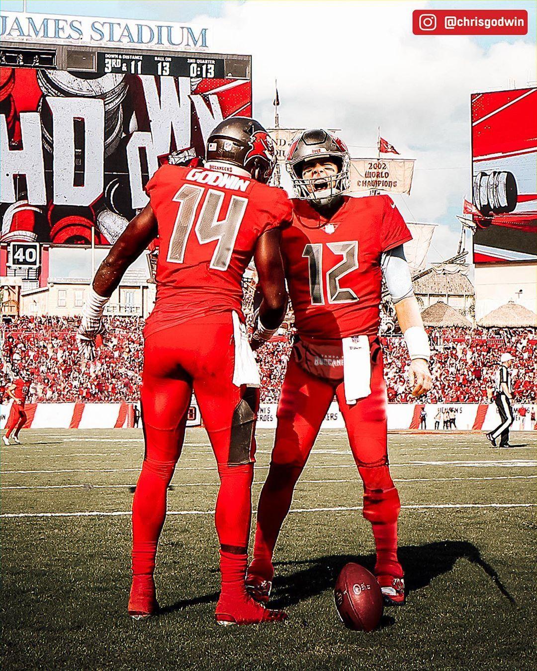 Nfl On Instagram 1 2 X1 4 Tombrady Via Chrisgodwin In 2020 Tampa Bay Buccaneers Football Buccaneers Football Tom Brady Nfl