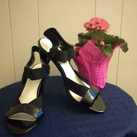 0c81fcf5071 I just discovered this while shopping on Poshmark  ✂️5  25⬇ IMPO Stretch  Sandals. Check it out! Price   10 Size  7.5
