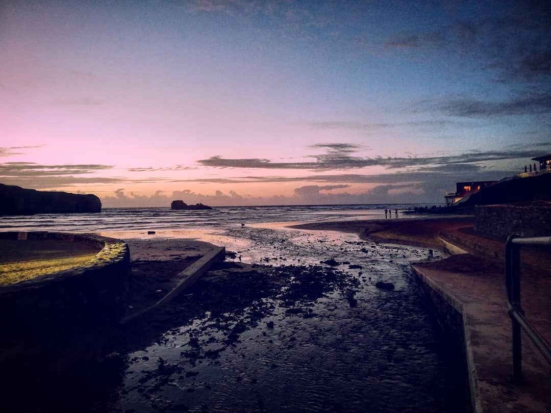 Pretty in Pink... #sunset #sunsetphotography #nature #naturephotography #amateurnaturephotography #pinksky #seascapephotography #sea #beach #alcatrazperranporth #summerhouseperranporth #sandybeach #perranporthbeach #perranporth #cornwall #walkingcornwall #love_cornwall #amateurhour #amateurphotographer #amateurphotography #doyourthing #dowhatmakesyouhappy