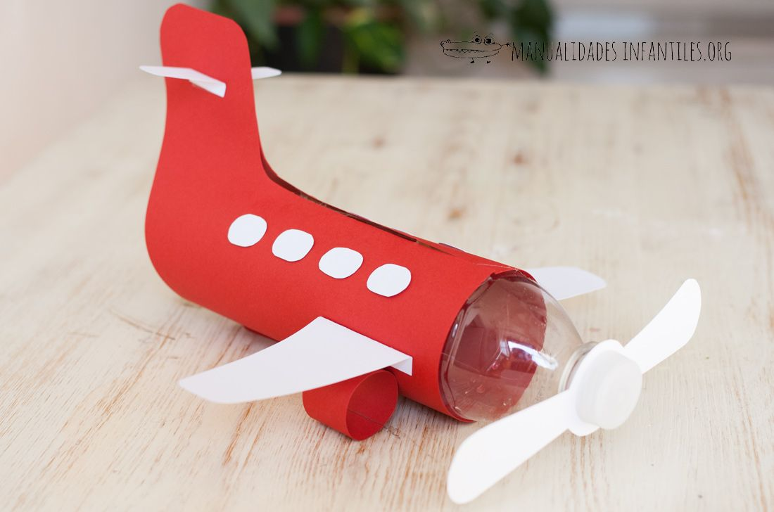 Avión con Botella de Plástico