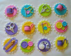 12 coser tema comestibles Fondant Cupcake por SugarKissCakeToppers
