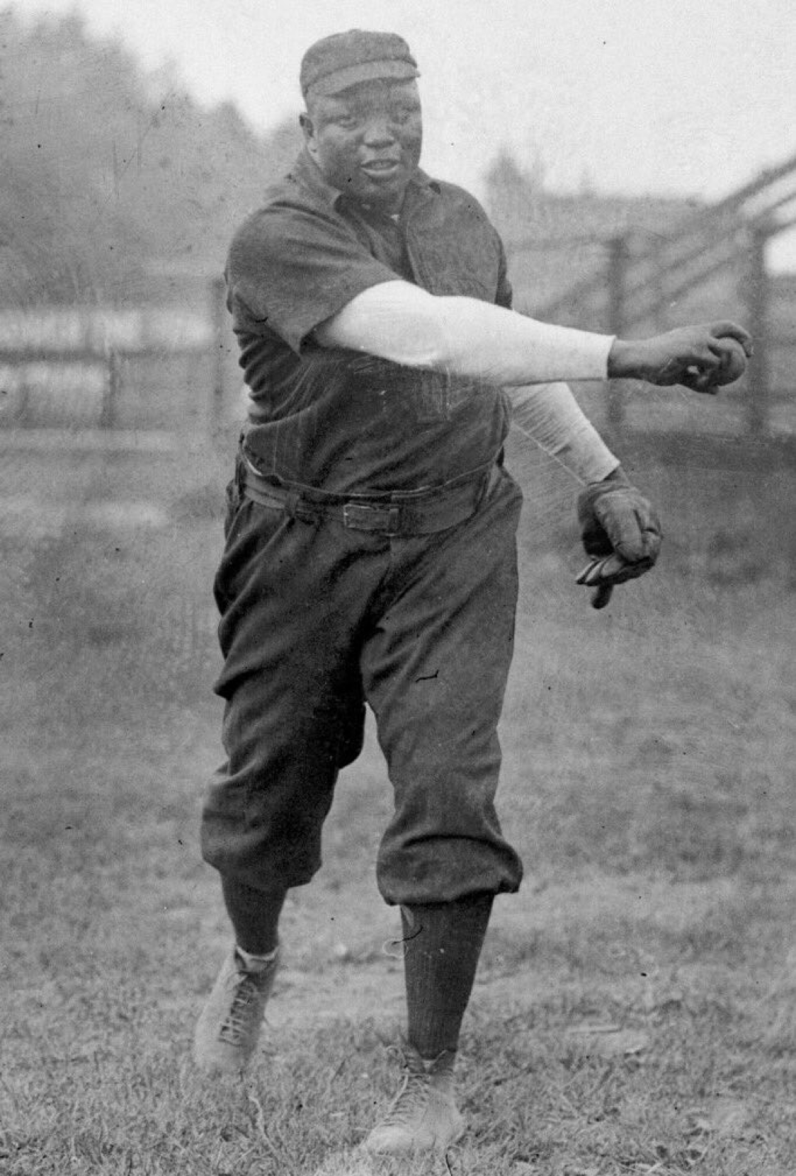 One report says Rube Foster went 514 on the mound in 1905