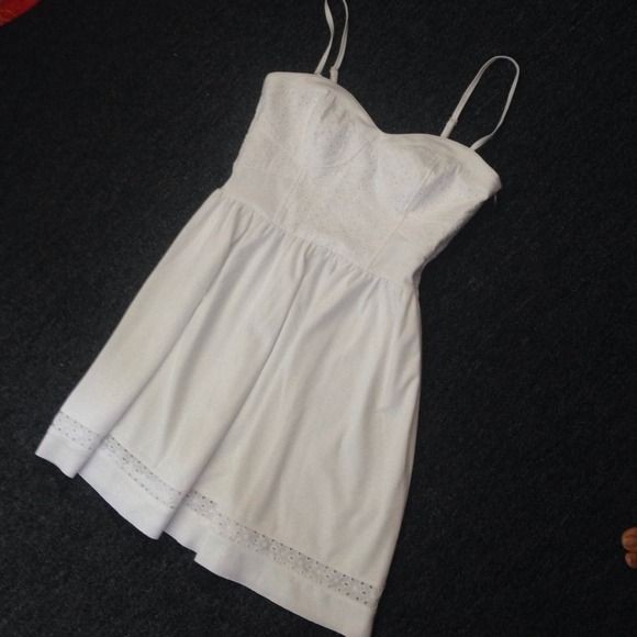 BEAUTIFUL WHITE DRESS NWOT Cute and beautiful white dress perfect for nice casual outfit !!! Juicy Couture Dresses