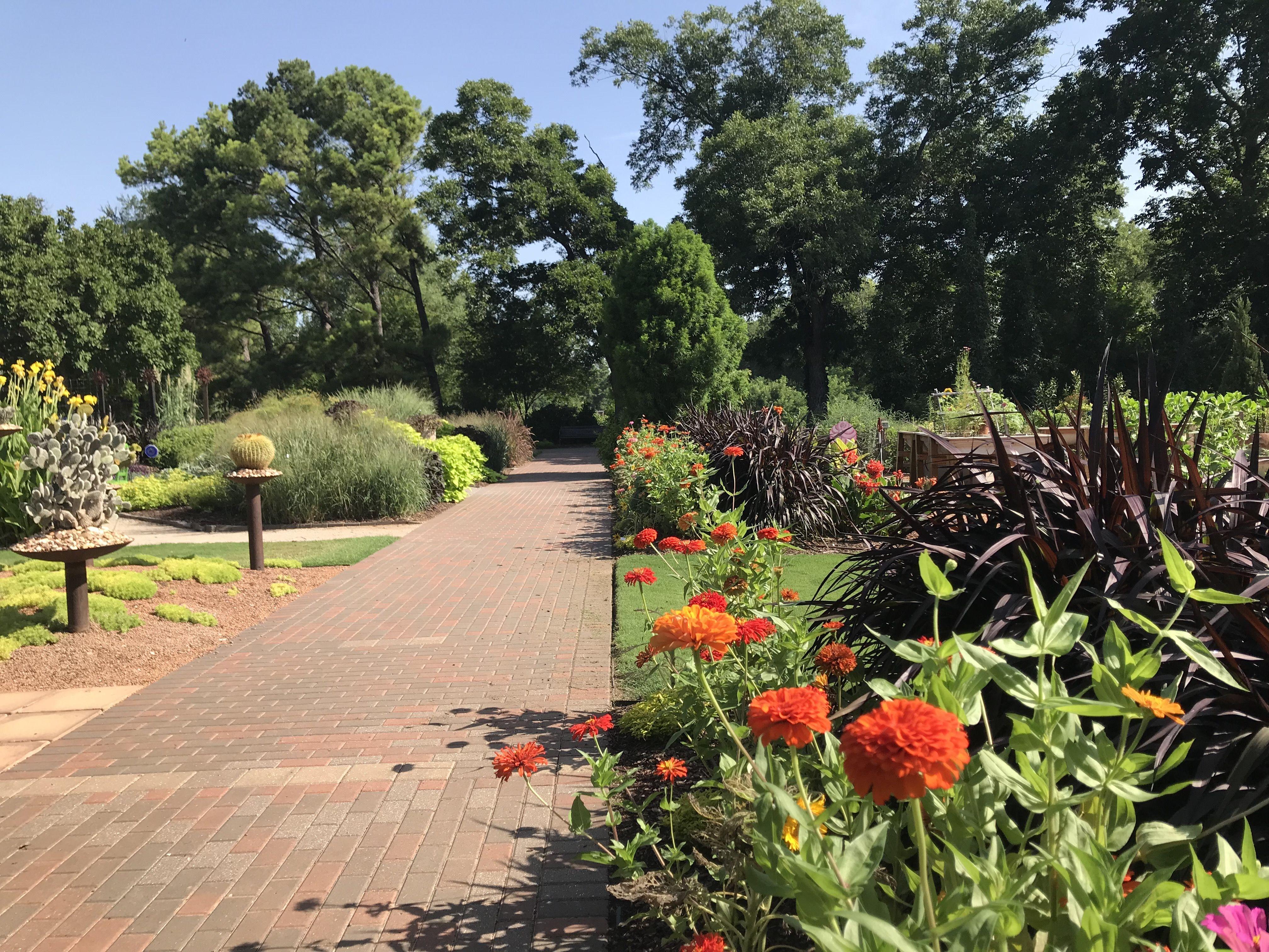 f2c616cb6ddc82cc146510a3d2a7d85f - Botanical Gardens Mother's Day Brunch 2019