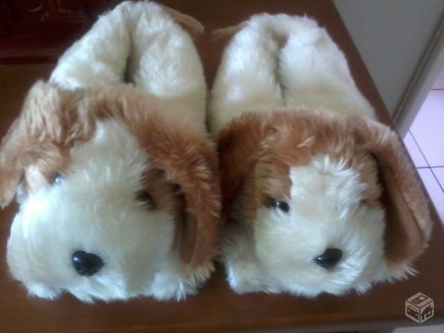 Pantufas de pelúcia cachorrinho