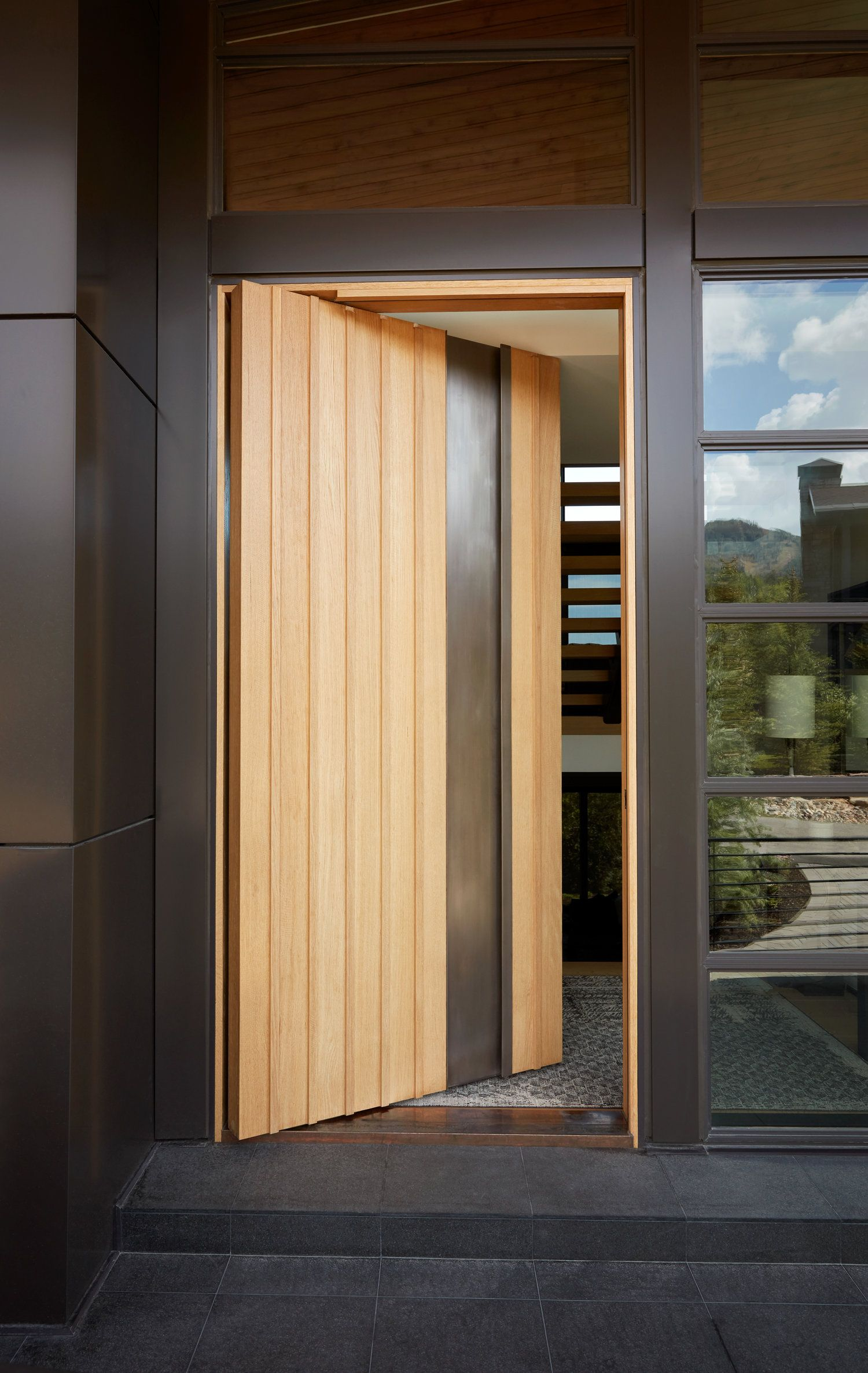Lecate Custom Exterior Entry Doors In 2020 Exterior Entry Doors Modern Exterior Doors Pivot Doors
