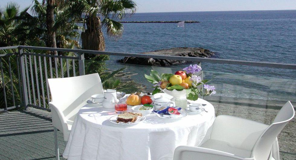 Camere fronte mare Diano Marina Alberghi camera sul mare Liguria ...