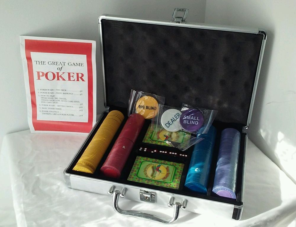 200 chip Deluxe texas holdem poker set with cards chips