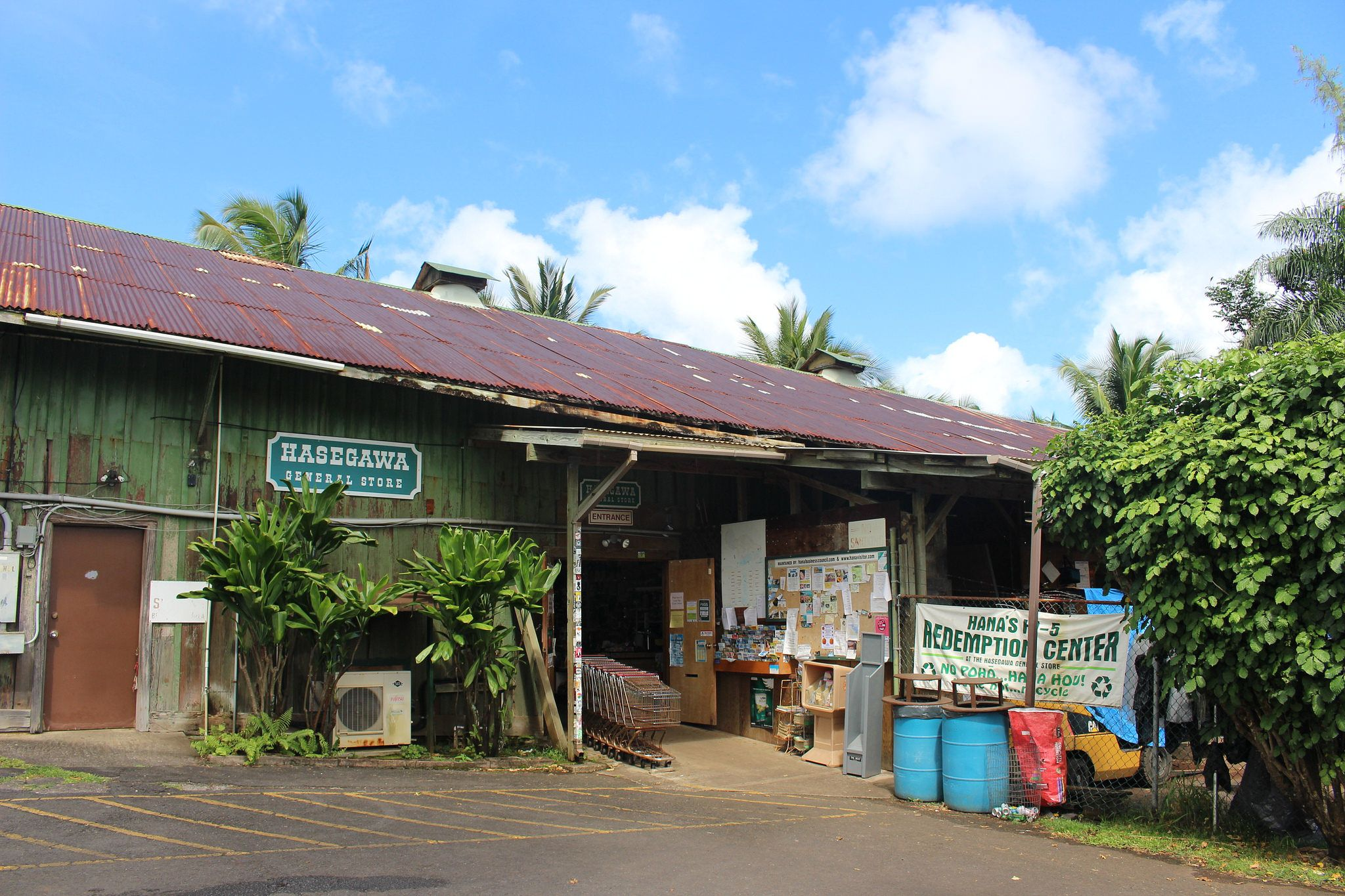 The Oldest General Store In Hawaii Has A Fascinating History Hawaii Hawaii Homes General Store