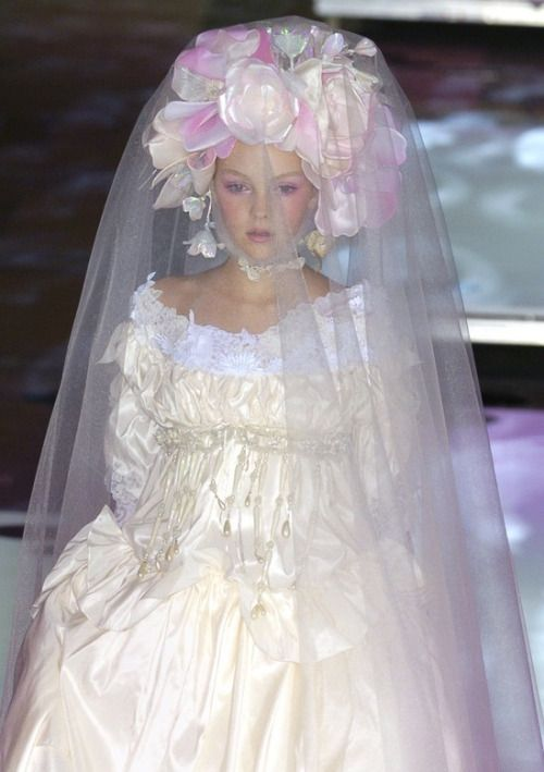 Christian Lacroix S/S 2004 Couture Runway Details