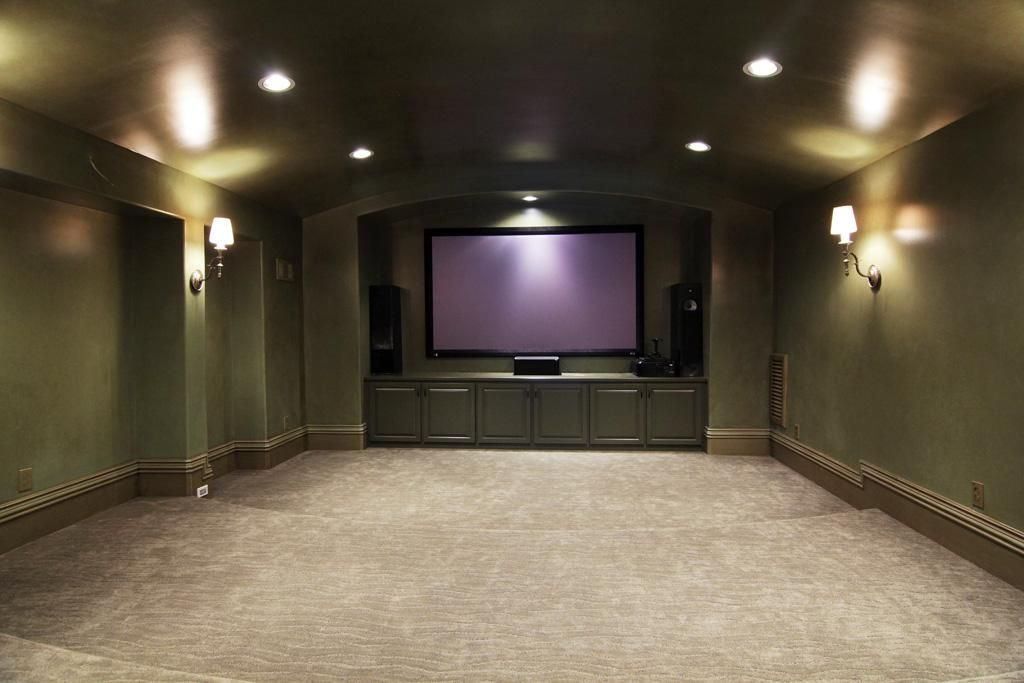 Home Theatre Media Room Approx 20 X 17 Features Double Entry
