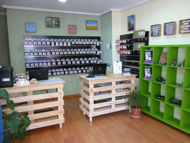 Nuevos mostradores para mi tienda reciclando palets - Mostrador de palets ...