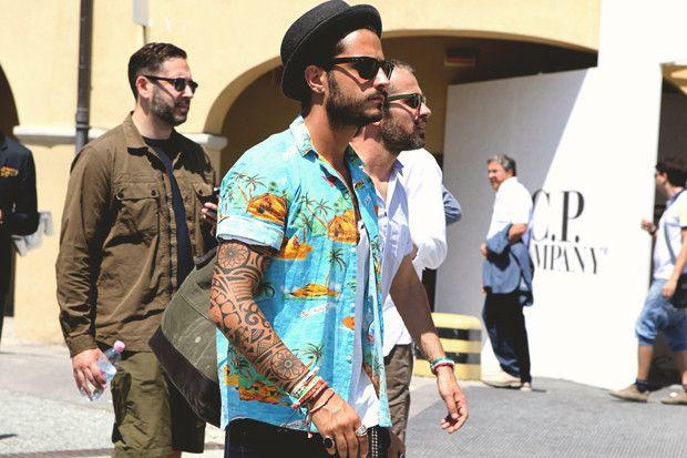 Hawaii shirt, rolled sleeves, black jeans, bracelets, black trilby, glasses