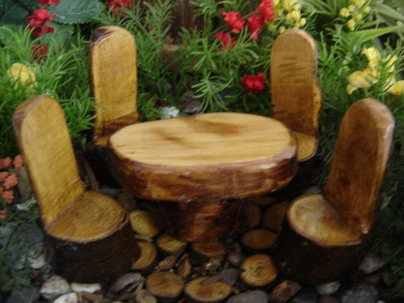 These remind me of the chairs my great grandmother, in Norway, made for my grandmother and her siblings.