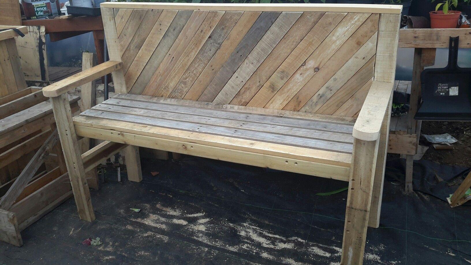 Garden bench, pallet style. | Outdoor decor, Porch swing ...