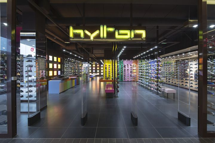 Hylton Store At Plan De Campagne By Maurice Padovani Cabries France Shoes Retail Store Interior Cool Retail Cabries