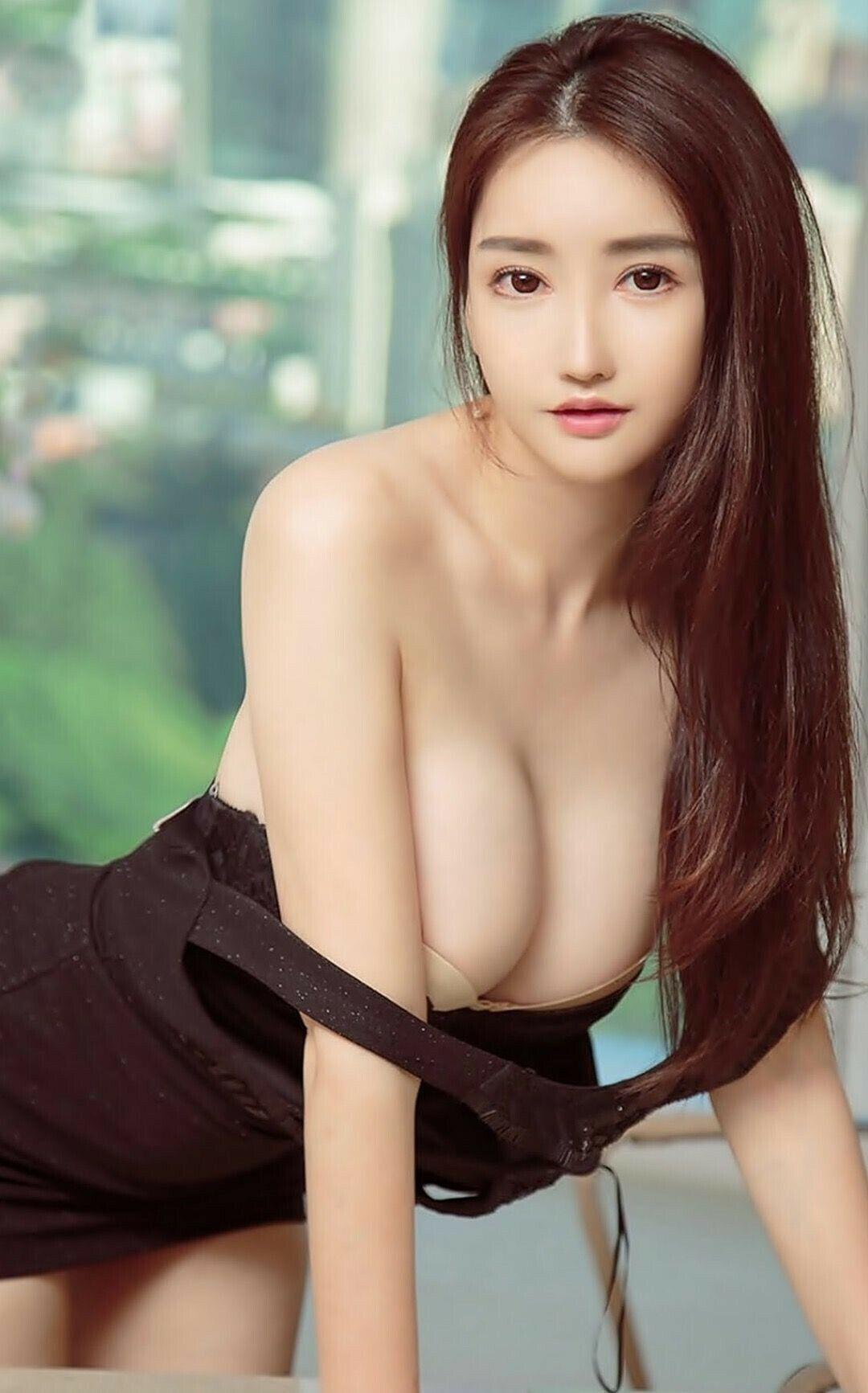 Korean model having sex the hood