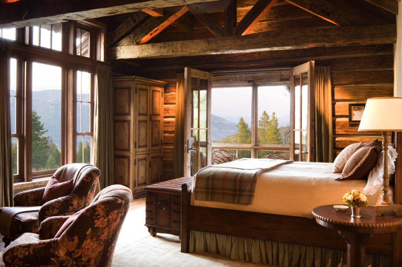 log cabin decor Cabin Decor accentuates a comfortable