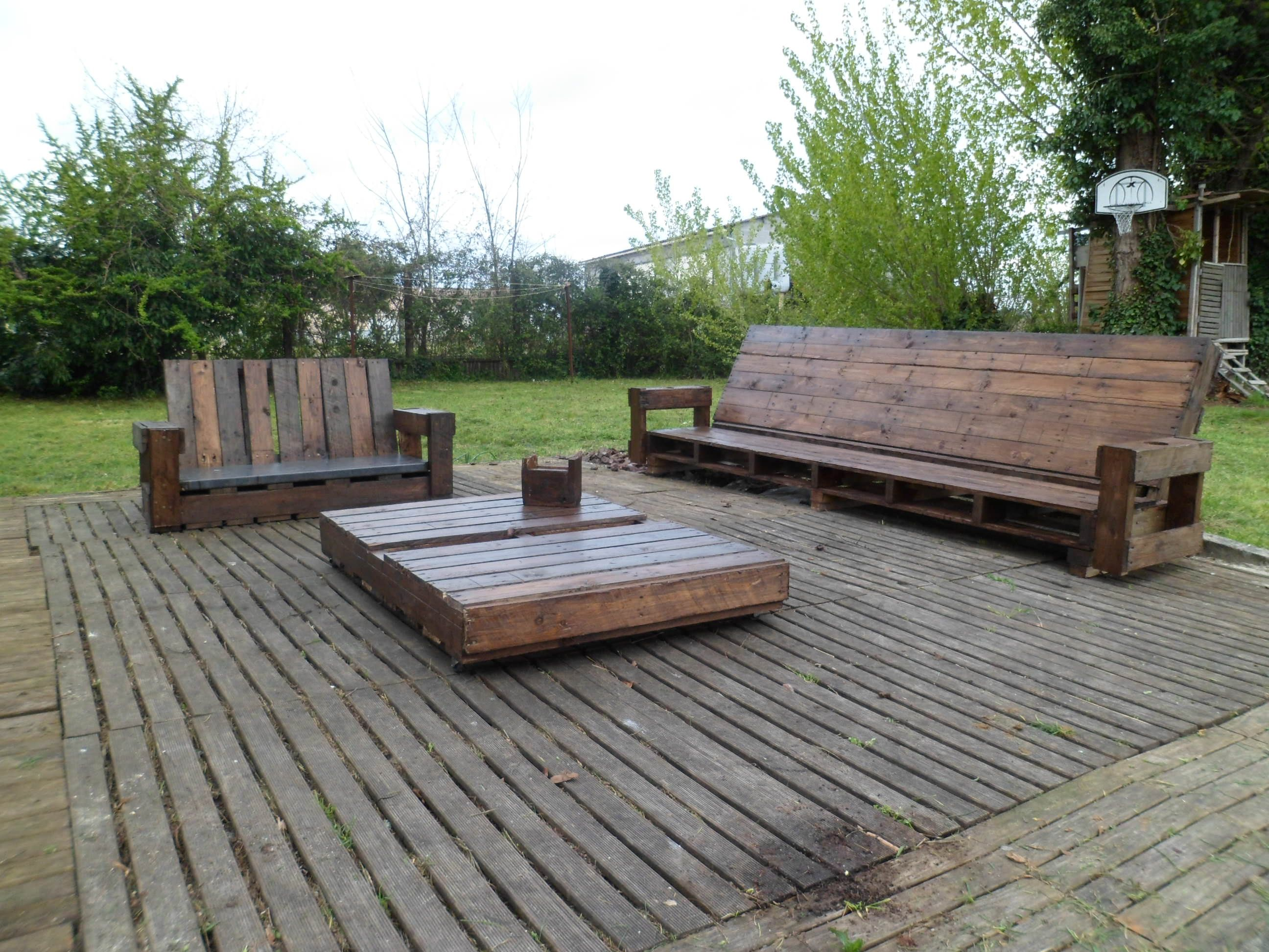 Giant Outdoor Set Made Out Of Repurposed Pallets | cool stuff ...