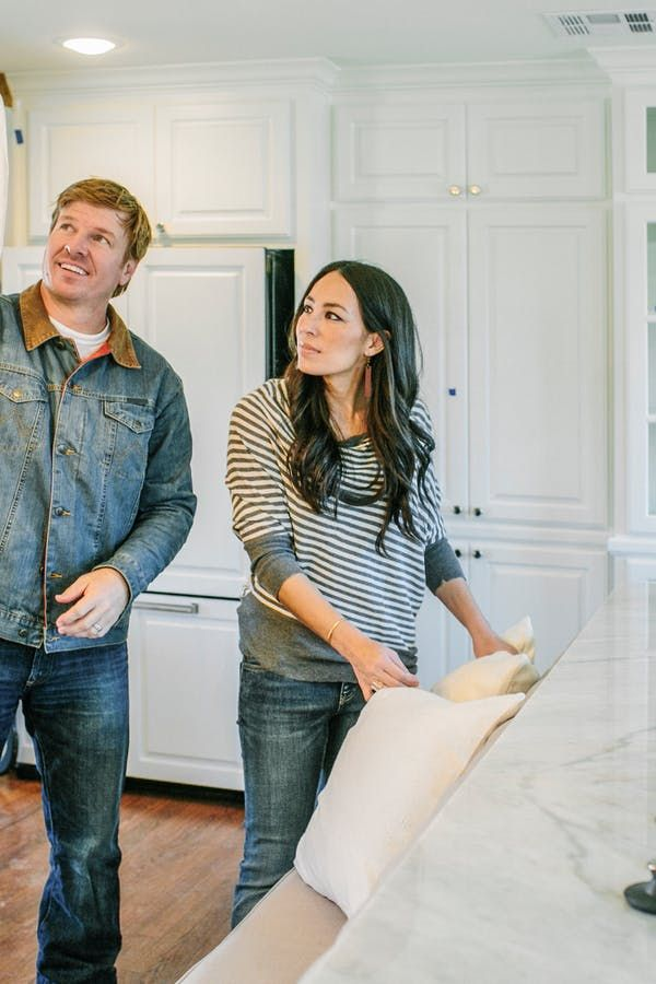 exciting fixer upper news joanna gaines is getting a spin off series joanne chip gaines. Black Bedroom Furniture Sets. Home Design Ideas