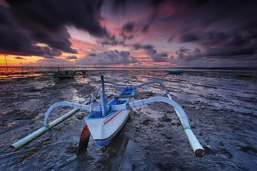 White Boat by Krishna Mahaputra, via 500px Bali