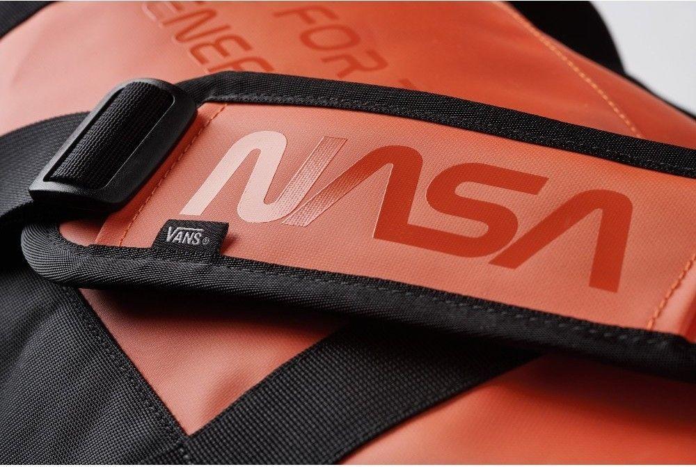 3e960161ae Details about Vans Space Voyager MN Grind Skate Duffle Bag Tashen ...