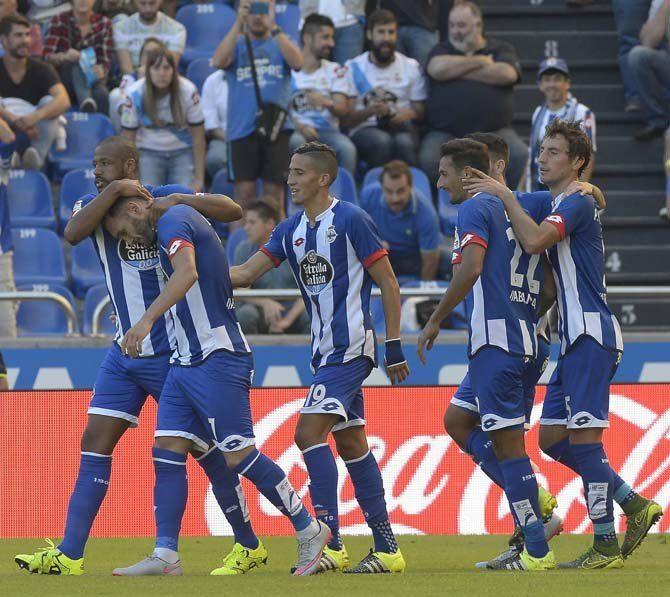 Los jugadores deportivistas celebran el 2-0 ante el Espanyol javier alborés