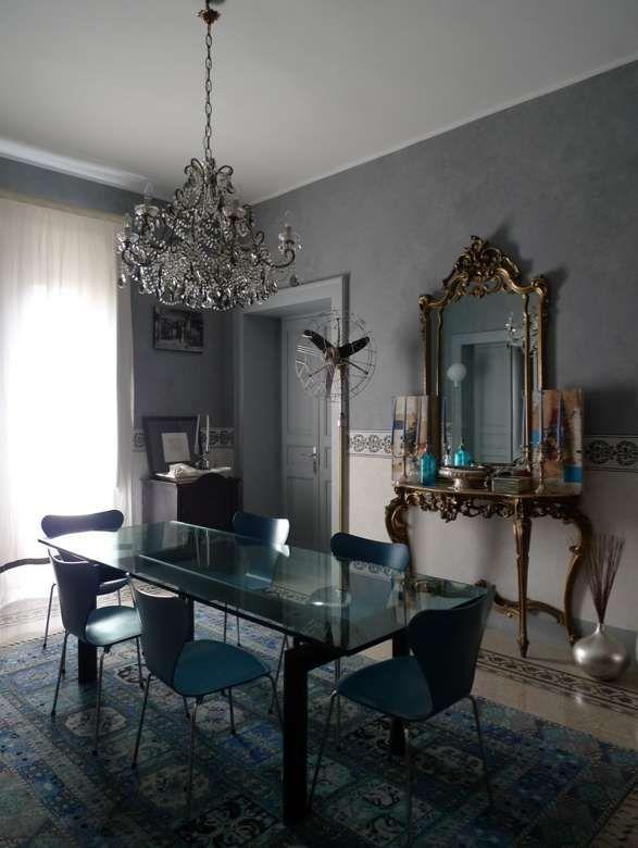 Arredare con mobili antichi e moderni casa dallo stile elegante - Mobili moderni sala ...
