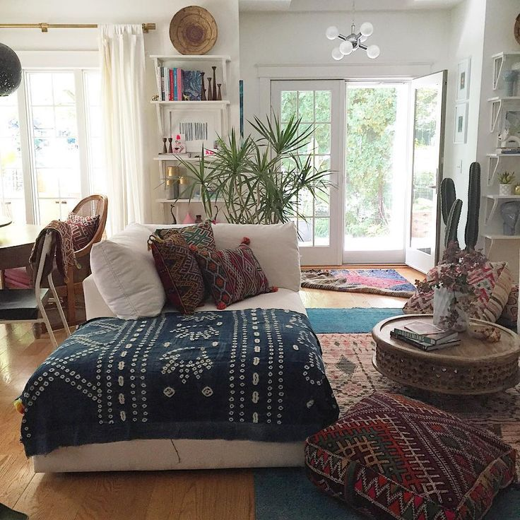 an amazing bohemian inspired room in many lovely autumn shades of