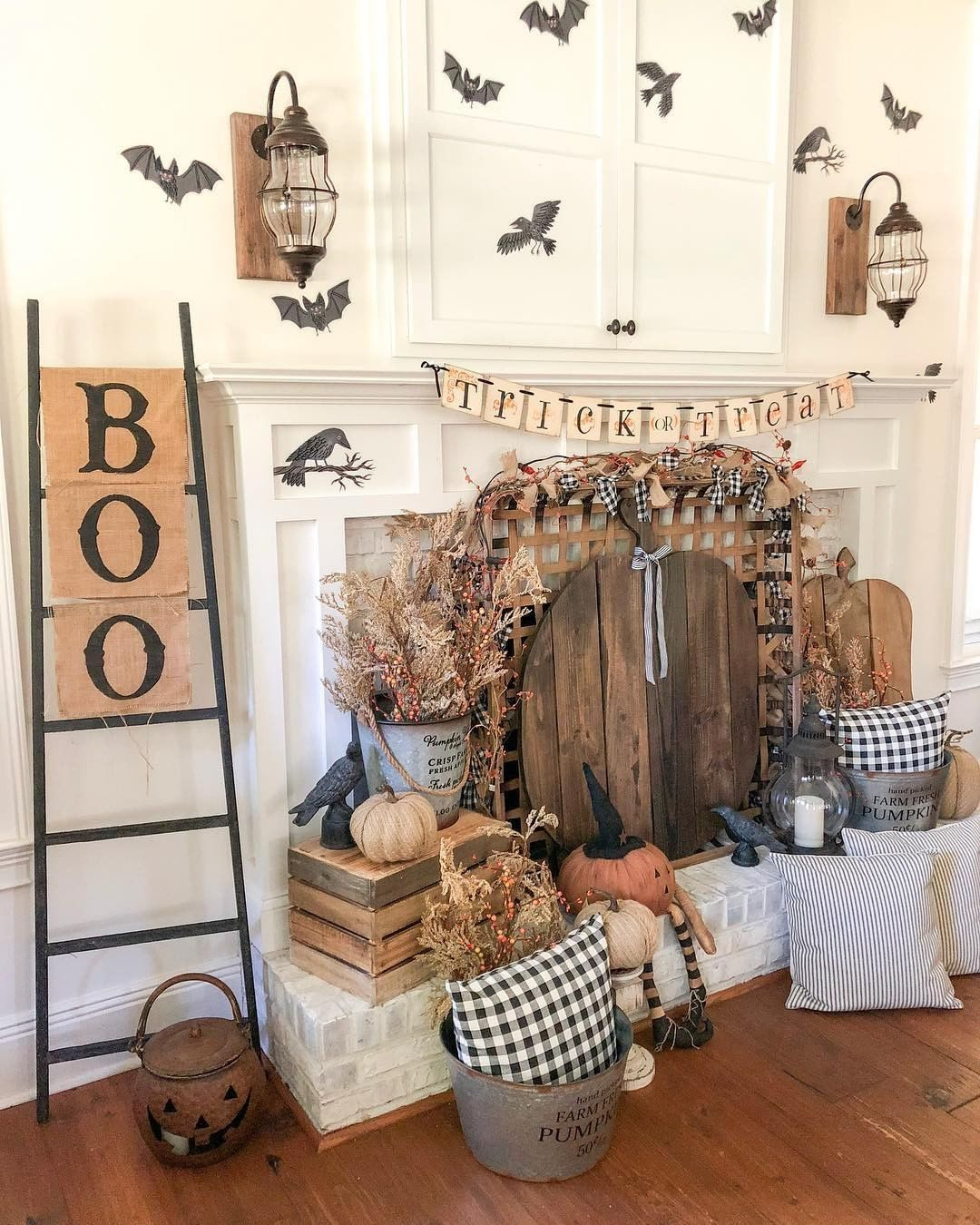 Decorsteals Com On Instagram Just A Little Spooky Decor To Brighten Your Monday Guys Bigfamilylittlefarmho Farmhouse Decor Trends Home Decor Decor
